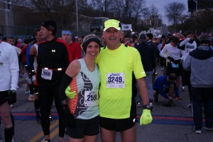 dad and jen posing at Glass City Half